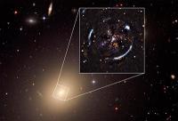 Präzisester Test von Einsteins Allgemeiner Relativitätstheorie außerhalb der Milchstraße