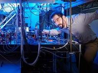 Physiker machen Laserstrahlen in Vakuum sichtbar