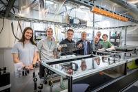 Forschende beobachten erstmals ultraschnelle Prozesse einzelner Moleküle in flüssigem Helium