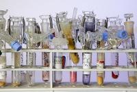 Hansdampf im Katalyselabor: Chemiker vereinfachen die Amin-Synthese