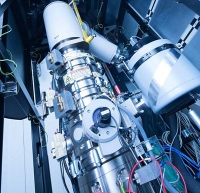 Filmpremiere mit Super-Mikroskop und Nanoröhrchen: Erstmals Entstehen von Atom-Verbindungen im Bewegtbild festgehalten