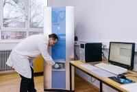 Duromere mit dem Laser sprengen: Neue Analytik charakterisiert Harze und Härter